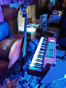 Салонный джаз и контрабас
