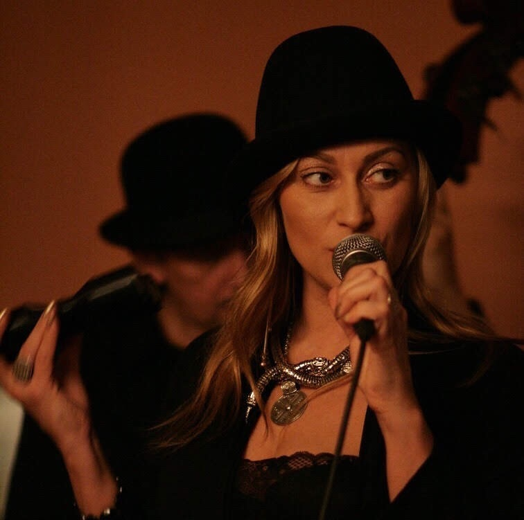 певица из Санкт-Петербурга